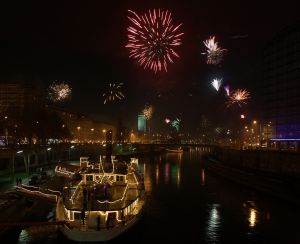 1085972_fireworks_in_wien.jpg