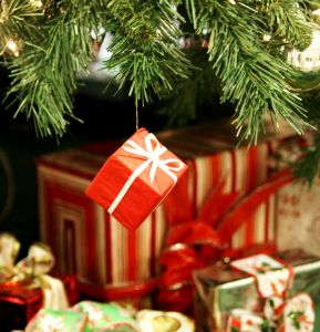 1121740_christmas_gifts_2.jpg