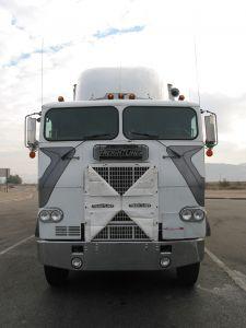 62565_white_semi-truck.jpg